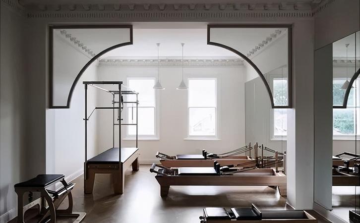 成年人的客厅不仅能会客还能有其它作用